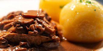 Spezialitäten : Pilzrahmlendchen Gasthof Bauernhannla