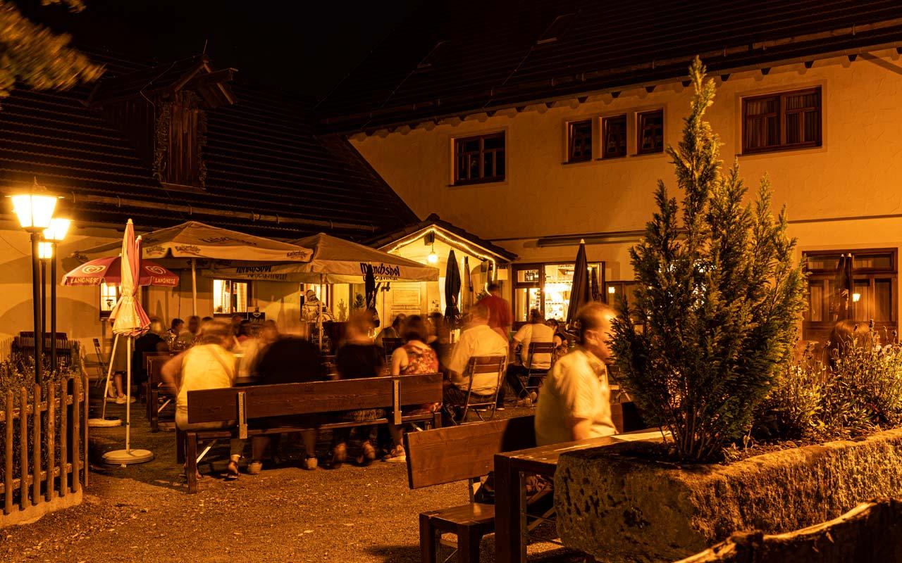 Biergarten Abendbetrieb Gasthof Bauernhannla